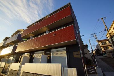 神奈川新町駅徒歩5分のアパートです。