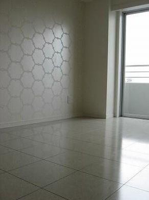 6.0帖のきれいな洋室。