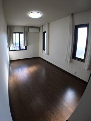 2階南西側約7帖の洋室です♪
