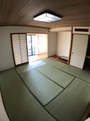 1階約8帖の和室です♪ 南側には縁側もございますよ♪ 縁側からはお庭にもつながっております♪