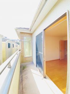 千葉市稲毛区小仲台 中古一戸建て 稲毛駅 2階8帖の洋室にバルコニーがございます!