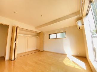 千葉市稲毛区小仲台 中古一戸建て 稲毛駅 階段上がって右奥の8帖の洋室です!
