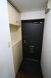 【玄関】イズミコート