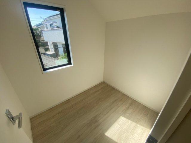 ~室内写真~ 個人の部屋や寝室として使える洋室です。