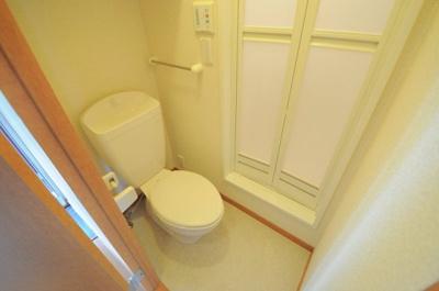 お風呂の隣にトイレがあります。お着替え場所にも!