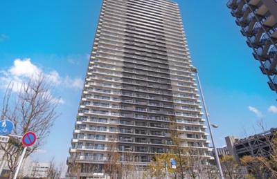 「シティタワー金町タワー棟」の外観です。
