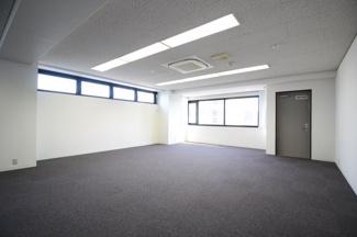【内装】メインステージ本山