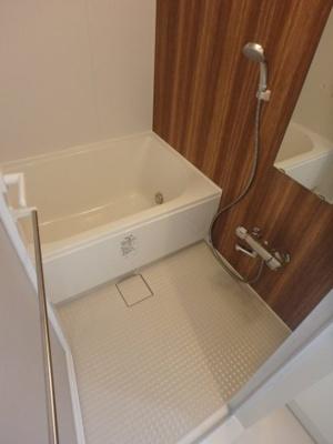追い焚き機能付きのお風呂です。