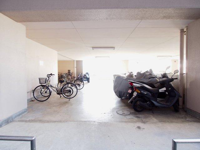 【その他共用部分】敷地内駐車場空き有り