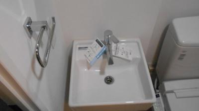嬉しい独立洗面台付き。