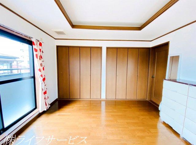 3階西側洋室/広々8帖!ワイドクローゼットもございます!