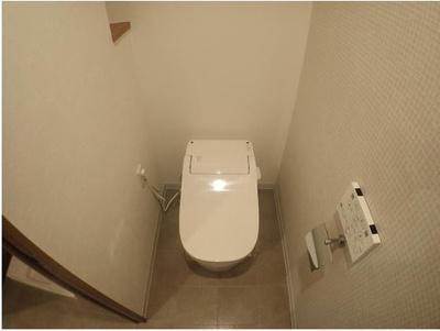 一年中通して快適にお使い頂ける温水洗浄便座付トイレ完備♪