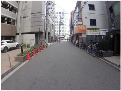 前面道路は車の通行に充分な広さです♪