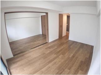 洋室とLDKとの仕切りは可動式ドア仕様の為、開放すれば19帖を超える大空間となります。ライフスタイルに合わせてお使い頂けます♪