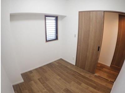 様々なお部屋のコーディネートが出来るナチュラルカラーの内装♪