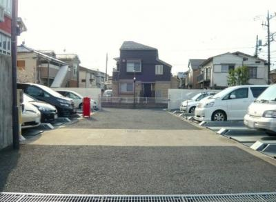 ダイアパレス三鷹かえで通りの駐車場です。