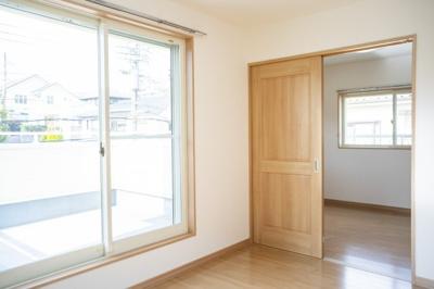 2階北側約6帖の洋室の写真です♪