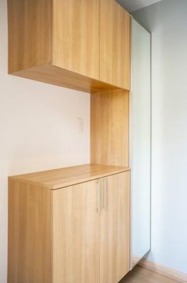 キッチンの写真です♪ 左手には吊戸棚もございますので収納スペースもございますよ♪