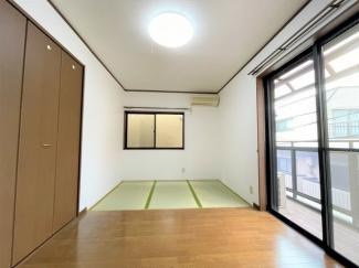 2階 5.0帖洋室から続く畳スペース 3.0帖