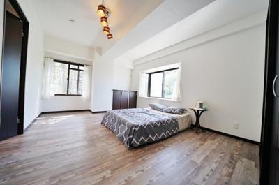 ゆとりのある約9.5帖のお部屋は主寝室としても