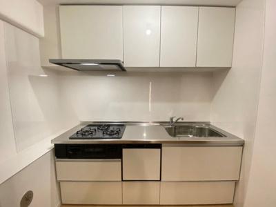 収納が充実したキッチン!火の加減がしやすいガスコンロです!