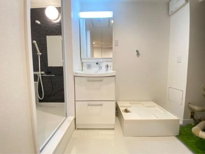 脱衣スペースも広々しているので、身支度だけでなく家事もしやすいです!