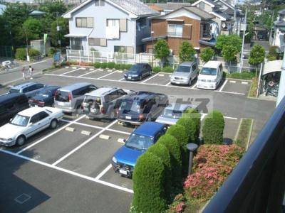 ★建物北側の駐車場★