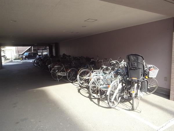 【駐輪場】越谷パークホームズ