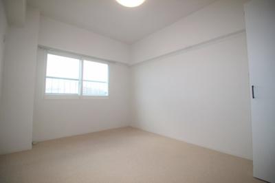 約6.8帖の洋室です。