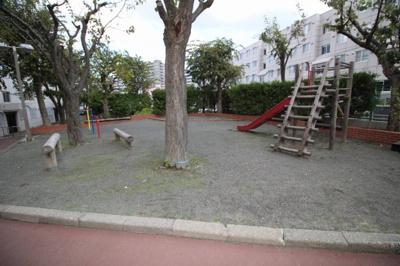 物件の敷地内にある公園です