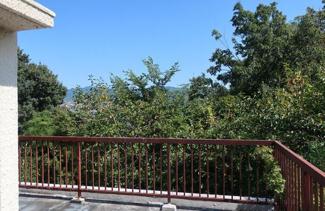 バルコニーは二面ございます♪広いバルコニーでベランダBBQも出来ますね(^^)バルコニーからの眺望は緑豊かな大自然が広がります♪