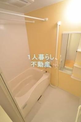 バストイレは別で、浴室乾燥機がついています