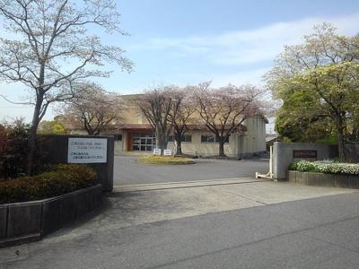 神戸小学校まで1234m
