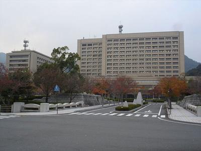 山口県庁まで1600m