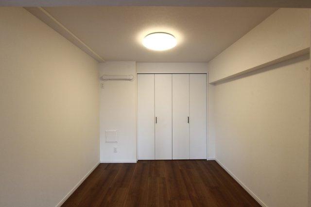 洋室6.3帖はLDKに隣接しているので、トレーニングルームやヨガスペースとしても利用しやすいですよ。お子様のいるご家庭なら子供部屋としてもおすすめです。