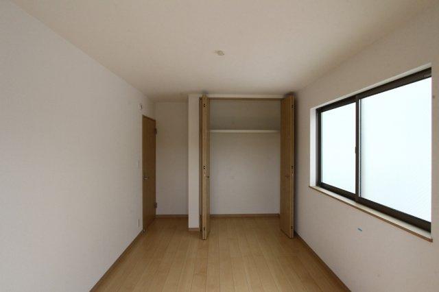 全居室に収納がございますので、お部屋を広々と使用することができます。