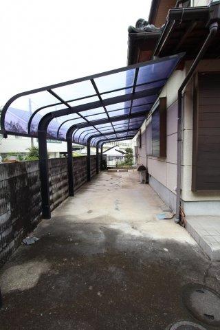 カースペース1台付き 雨から守るカーポートで大切な愛車を守ります。