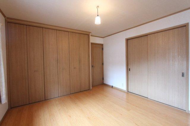 2階居室は2面採光で明るい室内 プライベート空間もゆったりとした時間が流れます。