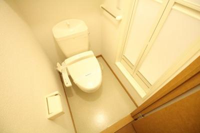 あると嬉しい温水洗浄便座が標準装備です。