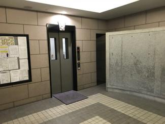 共用エントランス内・エレベーターホール