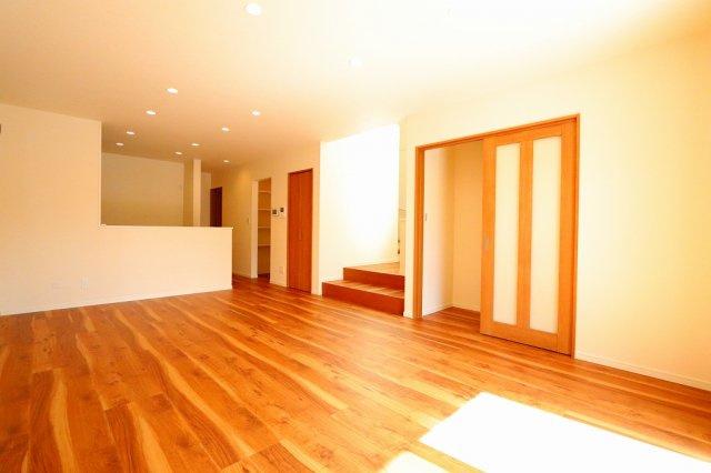こちらの居間で趣味の時間をお楽しみください:建物完成しました♪♪毎週末オープンハウス開催♪三郷新築ナビで検索: