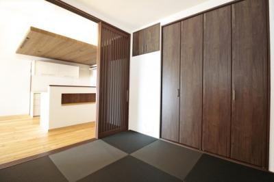 《和室4.5帖》LDK続きの和室扉を開放すれば約19.6帖の広々空間です。
