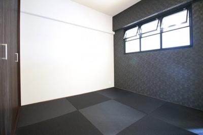 《和室4.5帖》琉球畳がお洒落な和室はすぐに寝そべる事が出来て、お昼寝や赤ちゃんのおむつ替えに便利。