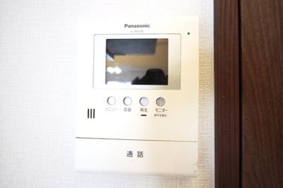 【TVモニターインターホン】玄関ドアを開けずに来客が確認出来て安心です。