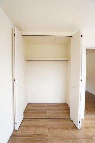 【同仕様施工例】6帖洋室【収納】