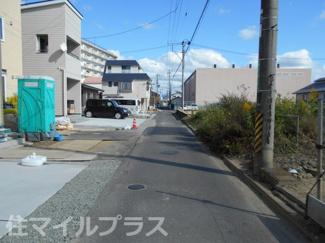 前面道路含む現地写真です