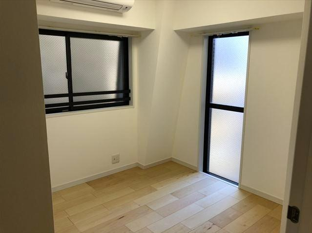 マイキャッスルステーションプラザ葛西:約4.2帖の洋室には窓が付いております!