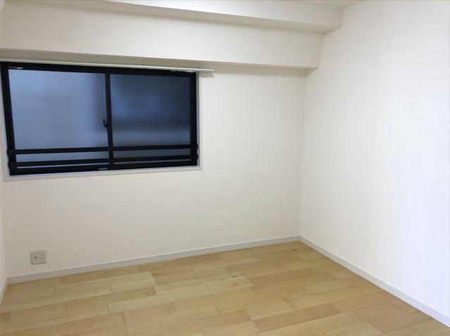 マイキャッスルステーションプラザ葛西:約5.1帖の洋室にはクローゼット・窓が付いております!