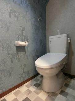 新調しました、温水洗浄機能付き便座です。