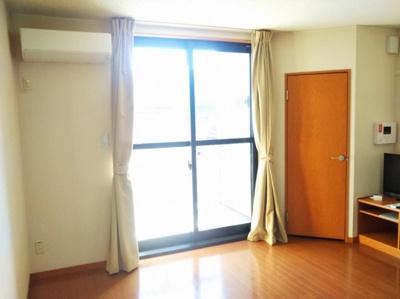 同タイプの写真です。2階はカーペットです。